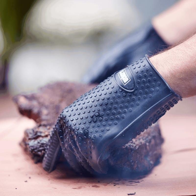 Weber Silicone Grilling Gloves image number 1