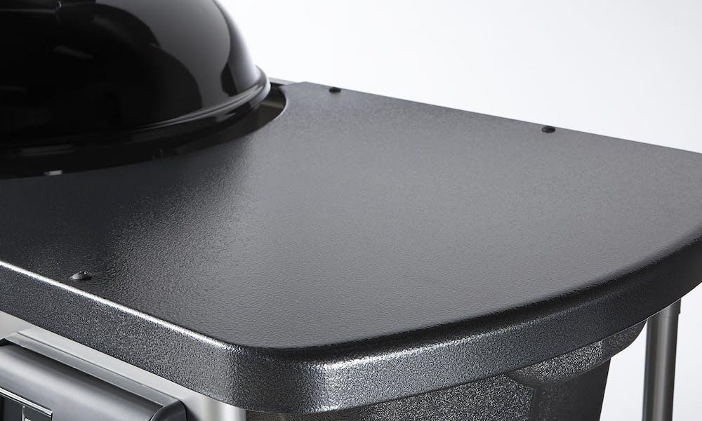 Natretý kovový pracovný stôl